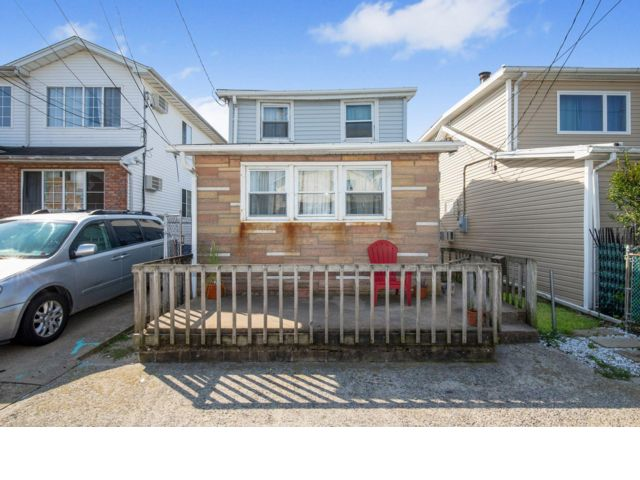 2 BR,  1.00 BTH  Bungalow style home in Arverne
